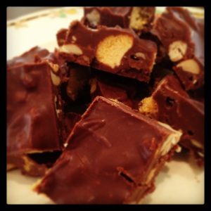 sweet and salty peanut/honeycomb chocolate slice